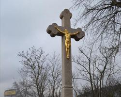 Žulový kříž s litinový Kristem