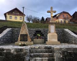 Kříž a pomník 2. sv. války Petrov
